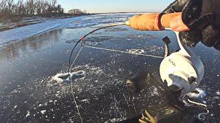 Огромный СУДАК оказался явно ШИРЕ ЛУНКИ! Рыбалка на вибы на Волге со льда