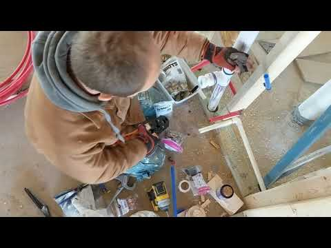 Using the Ryobi p661 PEX crimper - YouTube