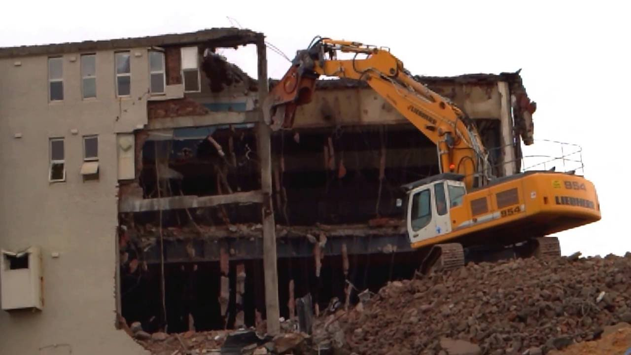 Ceecorp's Liebherr 954C + Pulveriser - Harbord Diggers - Demolition