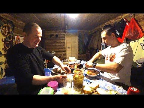 Ночь в таёжной избе. Таежная кухня. Встреча с Александром Устаевым. Жизнь в тайге 1 Часть.