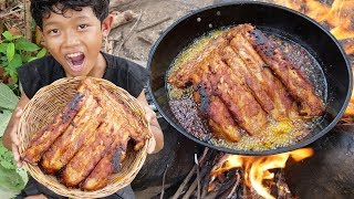Survival Skills - Yummy cooking pork rib and eating delicious Ep17