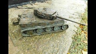 Откапываю  пластилиновый танк Tiger который проржавел