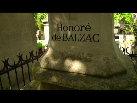 Tomb of Balzac at Pere Lachaise cemetery, Paris / Могила Бальзака на кладбище Пер Лашез в Париже
