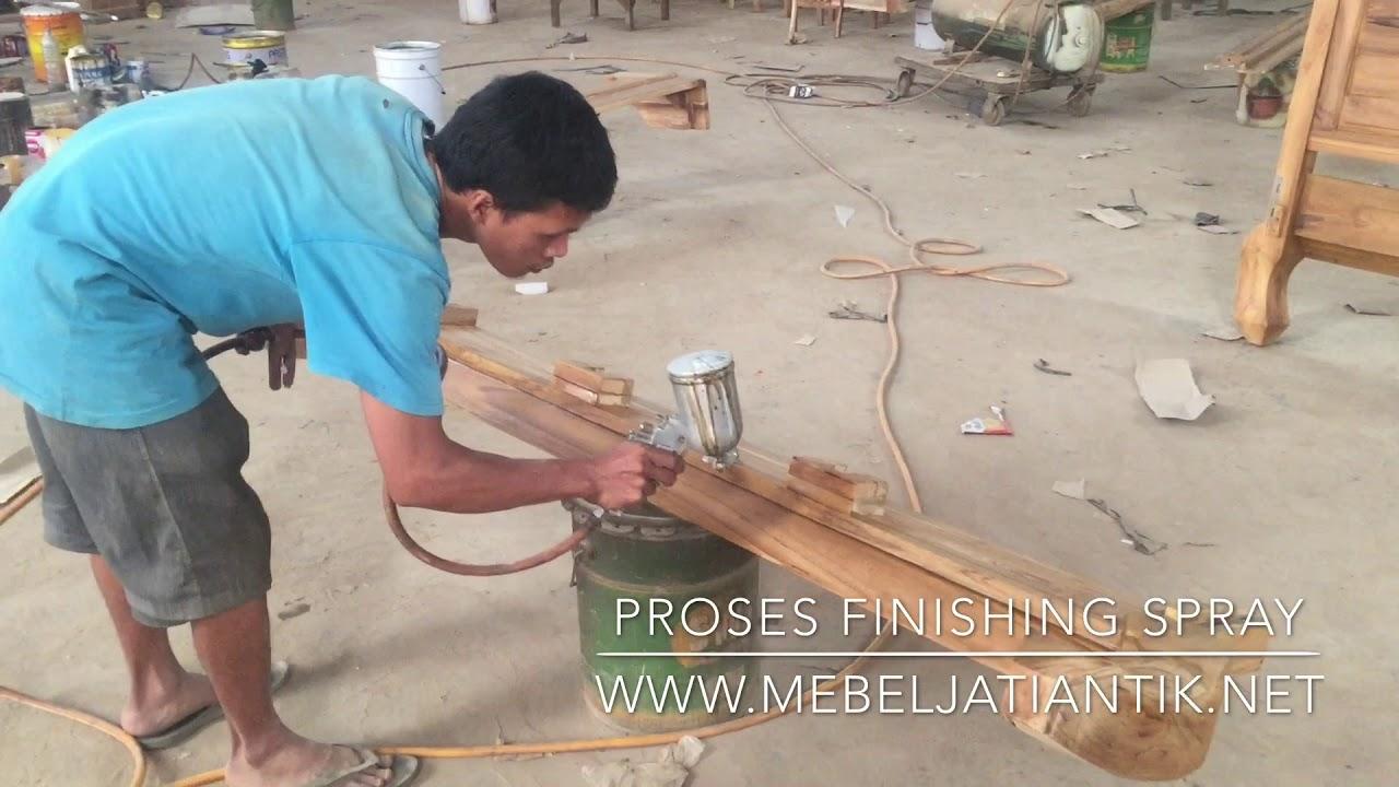 Proses Finishing Furniture Jepara Kayu Jati Tehnik Spray