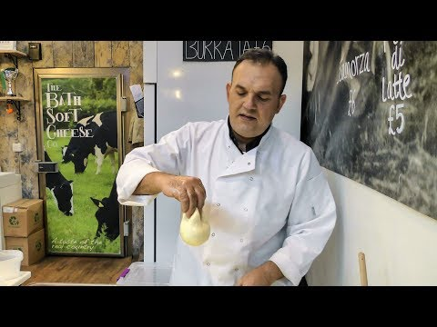 Italian Cheeses Hand Made in London. Mozzarella, Scamorza e Burrata. World Street Food