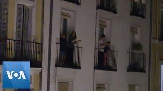 Spanish Applaud Medical Staff in Battle Against Coronavirus