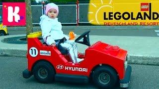 Германия #1 Леголенд парк аттракционов Катя выиграла игрушку кошечку Legoland Germany win toys(Первый день в Германии Леголэнд Фериндорф, катаемся на атракционах, плаваем на лодочке, выигрываем игрушки..., 2016-04-11T12:00:02.000Z)