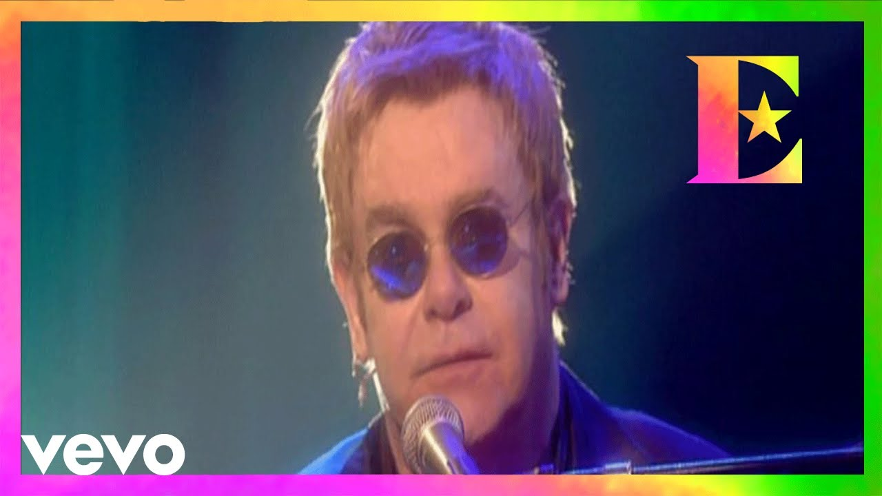 136d5755d903 Elton John - Rocket Man - YouTube