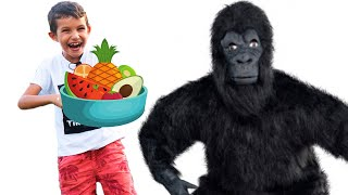 Stefan Pretend Play Preparing Healthy Food for Uncle to Gorilla to Eat | Funny video for kids