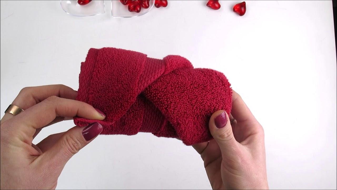 Comment Rouler Les Serviettes De Bain diy pliage serviette eponge - valentin's day