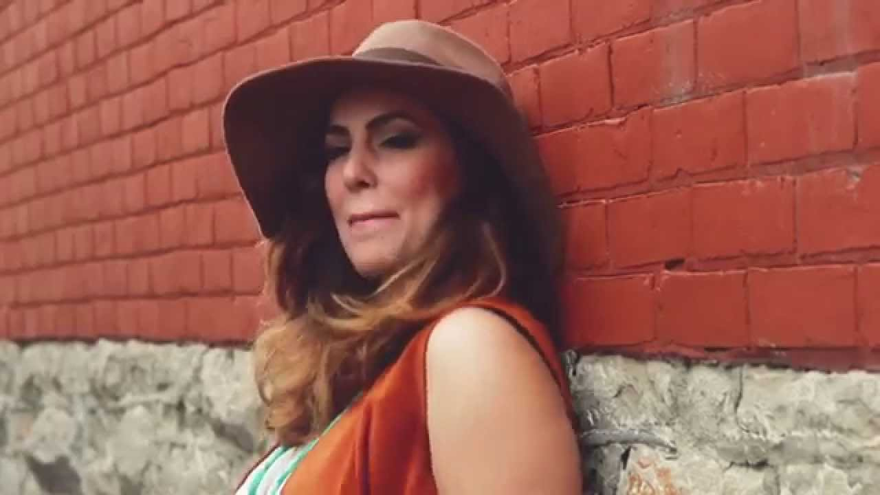 video: Renée Landry - Chin Up