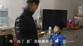 清香去北京的第一天,二猪回家找不到妈妈,急得团团转又忍住没有哭