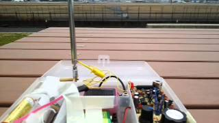 ネットで公開してある回路図もとに製作した自作受信機。 特長は、チュー...