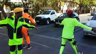 Crazy Lunatics  doing sdudla  dance on de robots