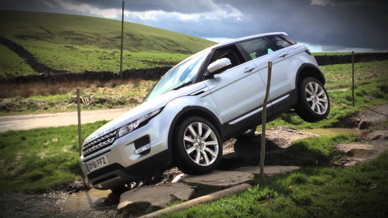 range rover evoque 4x4 on 2 wheels don 39 t try this at home with your new evoque youtube. Black Bedroom Furniture Sets. Home Design Ideas