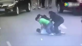 The moment a female Chinese SWAT team officer takes down man wielding a knife in Dongguan streets