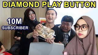 Download Video DIAMOND PLAY BUTTON || SURPRISE RIA RICIS SAMPAI NANGIS SAAT PENERIMAAN MP3 3GP MP4