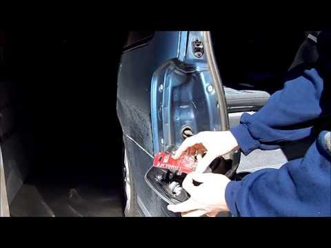 2005 Mazda MPV Tail Light Bulb Replacement