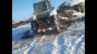 Белогорский трактор чистить дорогу.1(, 2014-02-06T17:10:25.000Z)