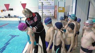 Дети плавают в большом 50м. бассейне.(Дети с младшей группы по вольной борьбе с тренером Кирилловой Т.Г. проводят занятие в бассейне 50 метров., 2016-03-11T09:02:38.000Z)