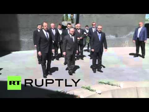 Сергей Лавров в Ереване почтил память жертв геноцида армян