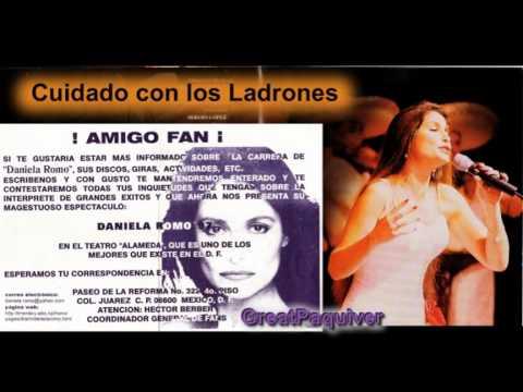 PAQUIVER -DANIELA ROMO /Cuidado con los Ladrones/en vivo Teatro Alameda-97