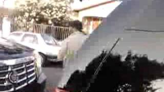 30 crips catch Lil wayne and his dudes in SUVs in LA.flv