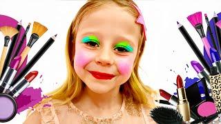 나스티아는 아이들을위한 새로운 옷과 화장 완구를 원합니다