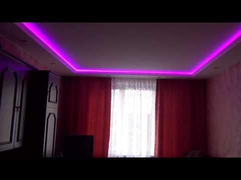 Белый натяжной потолок с подсветкой