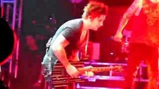 Avenged Sevenfold - Synyster Gates Afterlife Solo - Live HD