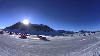 南極での民間活動のベースとなるユニオングレーシャー 晴天が続くようだ...