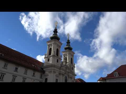 GRAZ (A), kath. Kirche Mariahilf: Glockenspiel mit Läuteglocken