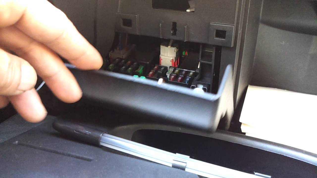 small resolution of peugeot fuse box