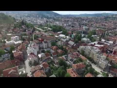 Dron iznad Bistrika (Vijećnica, Pivnica, Crkva Svetog Ante, Hrid,Park Prinčeva, Stari Grad Sarajevo)