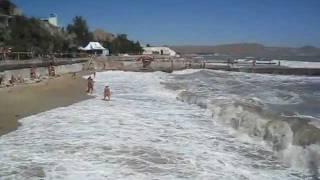 шторм в Крыму 2011(Шторм в Крыму, Коктебель, август 2011. Другие интересные видео: http://www.vkoktebele.com/, 2011-09-22T19:53:21.000Z)