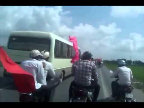 Sinh viên UTEHY diễu hành tháng an toàn giao thông