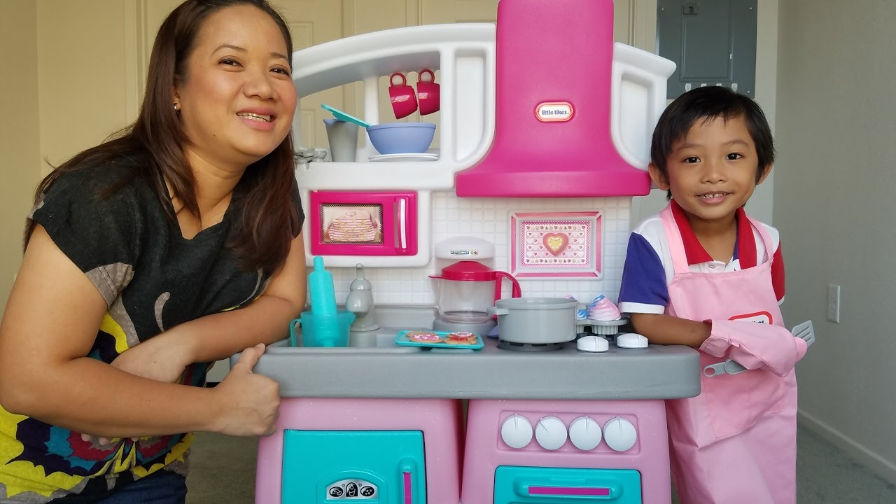 Little Tikes Bake N Grow Kitchen With Adjule Counter Height