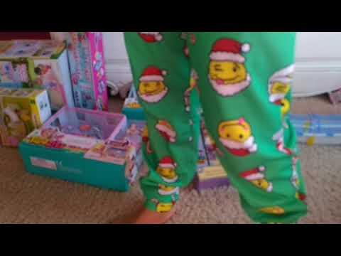Kharlyn opening Christmas present