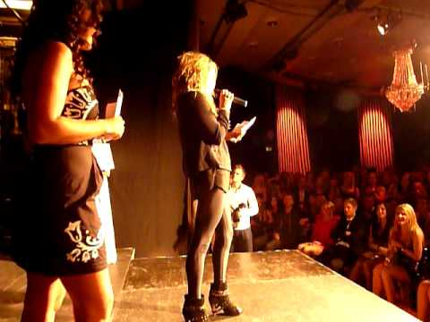 Ke$ha presents Swedish Male Blogger Award
