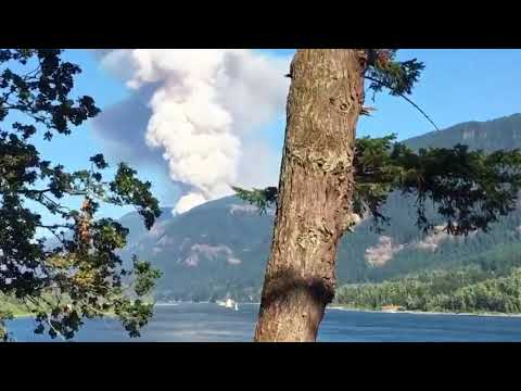 Raw: Fire burning in the Columbia River Gorge
