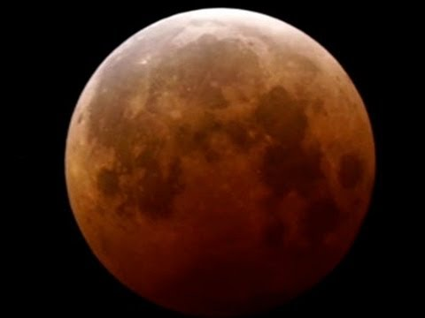 A Close-Up Time-Lapse of the October 8th 'Blood Moon' and Lunar Eclipse