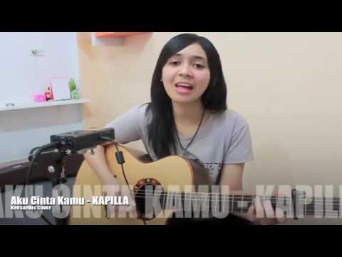 Cewek Cantik Main Gitar Akustik Nyanyi Lagu Pop