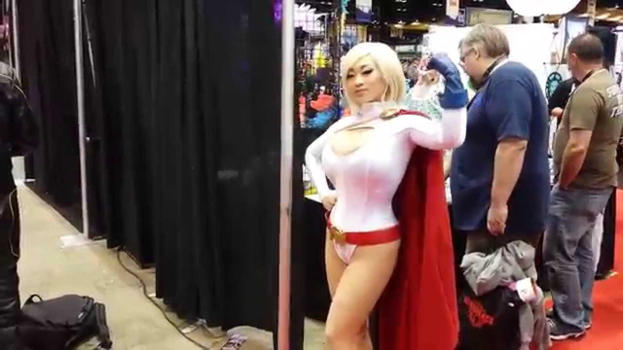 C2e2 2014 Power Girl Cosplay Best Costume At The Comic Con Youtube