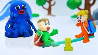 LUKA BABY WIPPE SPIELT   Stop-Motion-Trickfilme Für Kinder-Animation