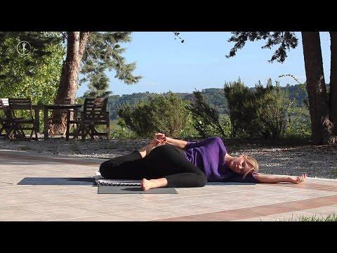 Yin Yoga am Abend ૐ Entspannen, Runterkommen, Faszien & Schulter dehnen - YOGAMOUR #68