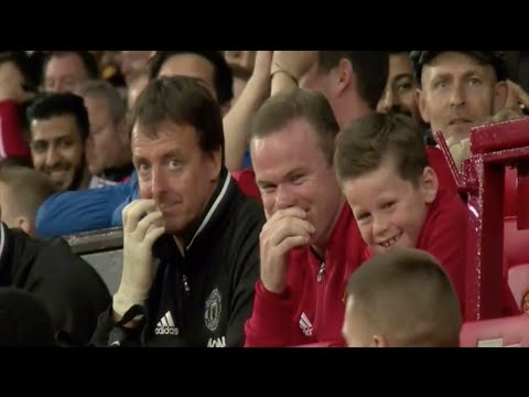 Wayne Rooney ● Laughing at Memphis Depay's failed bicycle-kick attempt ● HD.
