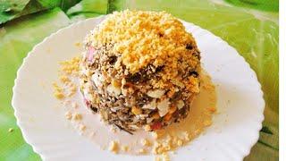 Салат из морепродуктов. Салат из кальмаров и морской капусты.