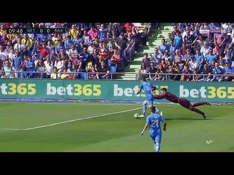 Caño a Gerard Piqué - Getafe vs Barcelona - 1-2 - La Liga 16/09/2017 HD thumbnail