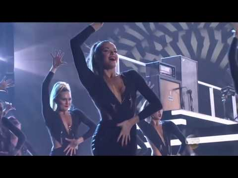 Janaya French performing Fall Out Boy and Thomas Rhett:  'Crash And Burn Uma Thurman'  CMA's 2015