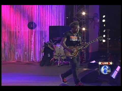 The Roots Live 2011